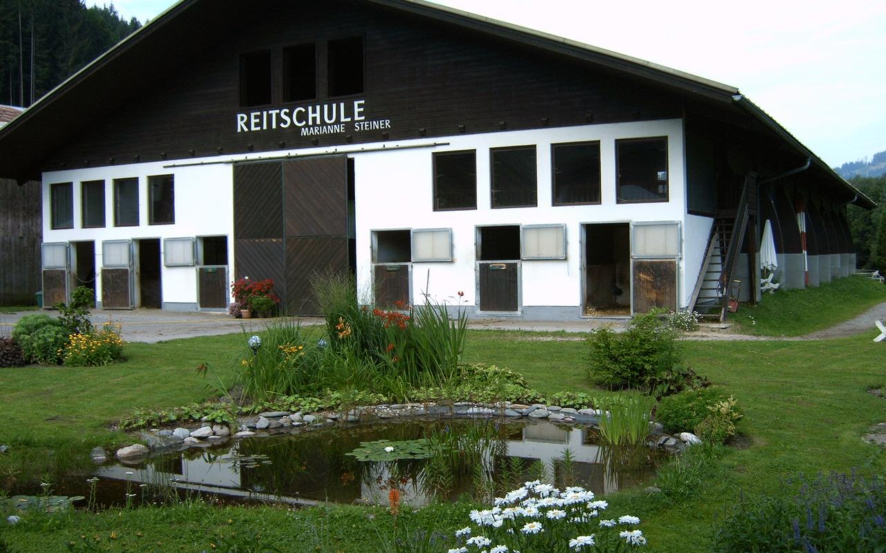 Eingang zur Reitschule Steiner