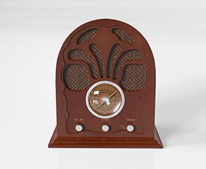 Ein altes Radio aus Holz