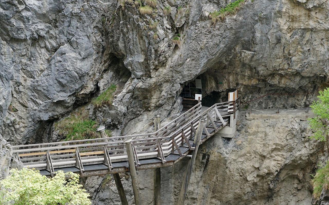Path through the gorge