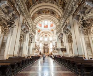 Im Inneren des Doms zu Salzburg