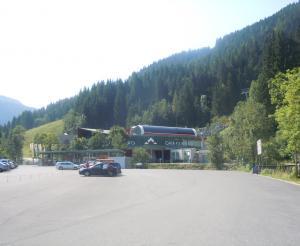 Grafenbergbahn valley station with car park