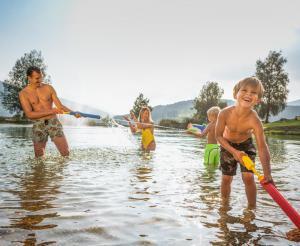 Viel Spass beim Baden im See von Flauchwinkl