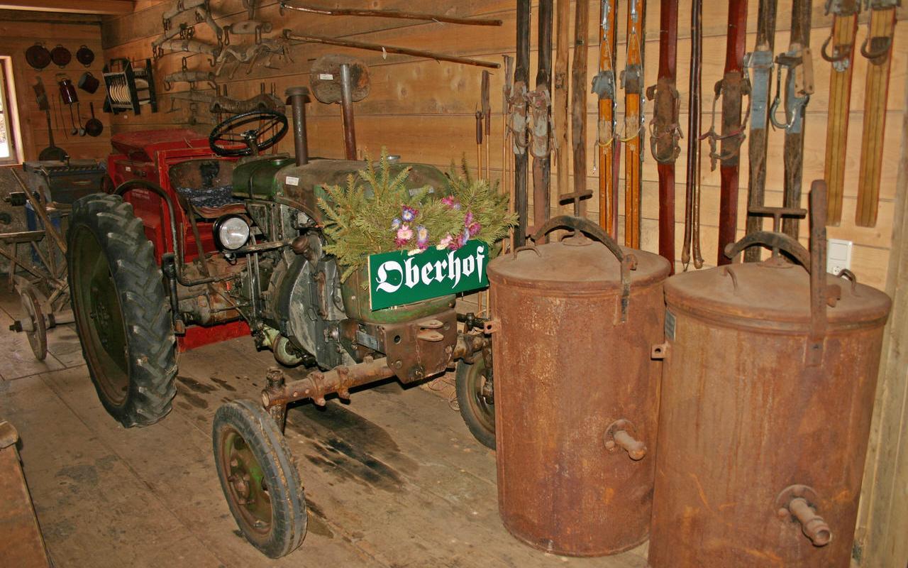 Alter Traktor im Hofmuseum