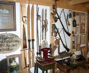 Alte Ski und vieles mehr