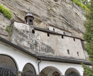 Katakomben Zugang ueber Friedhof St. Peter