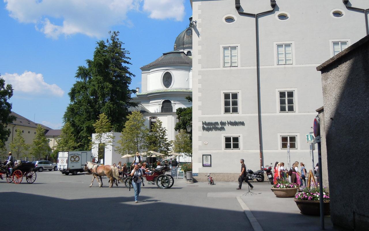 Rupertinum im Historischen Gebaeude in der Altstadt von Salzburg