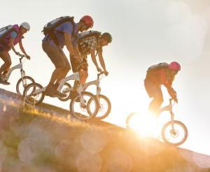 Eine Kombination aus Radfahren und Wandern