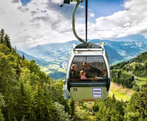 Alpendorf Gondelbahn Talstation Ansicht Sommer