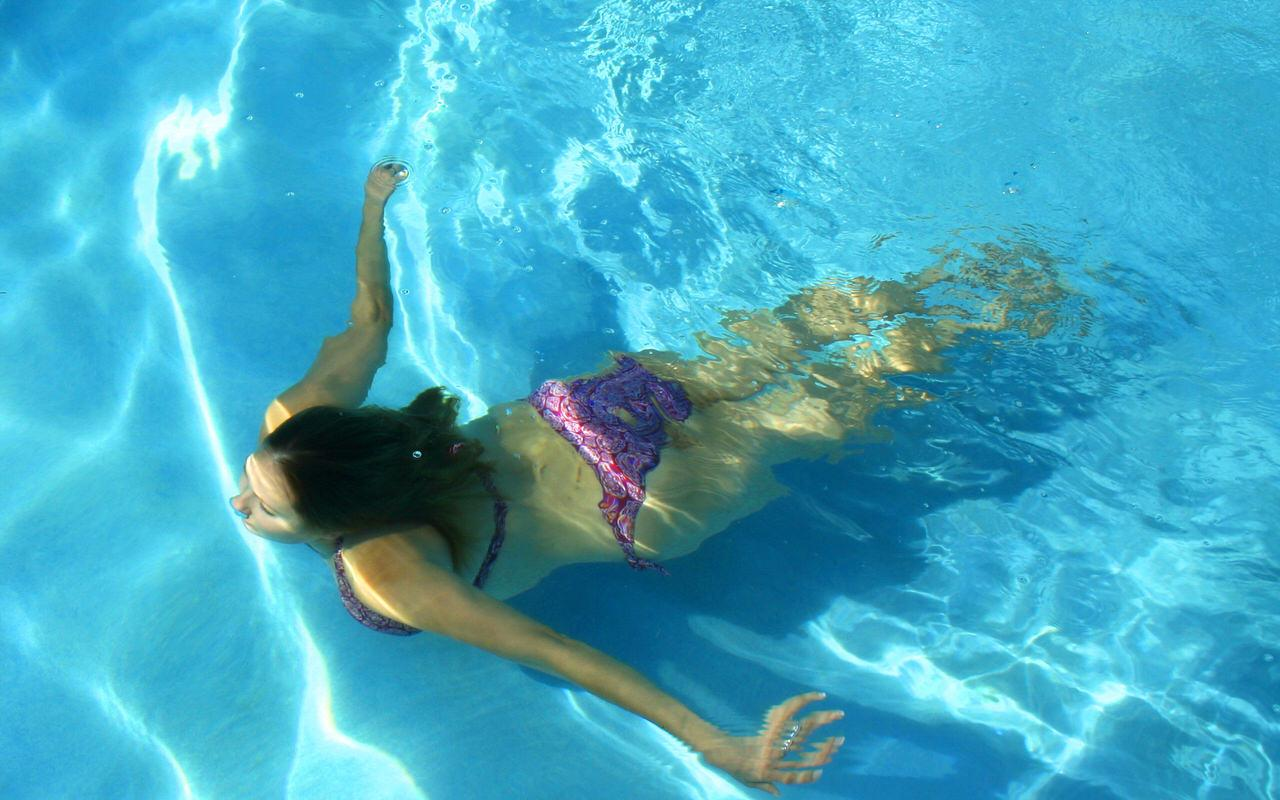 A lady dives in the water